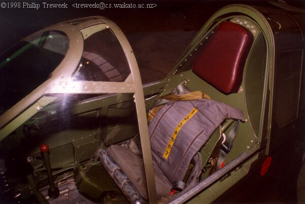 Pilot's seat and headrest.jpg (22462 bytes)